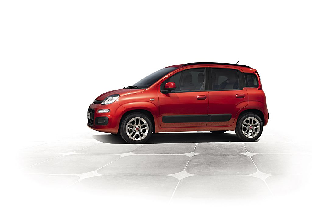 la nuova fiat panda guadagna i sistemi lscm e blue me tomtom2 live news. Black Bedroom Furniture Sets. Home Design Ideas