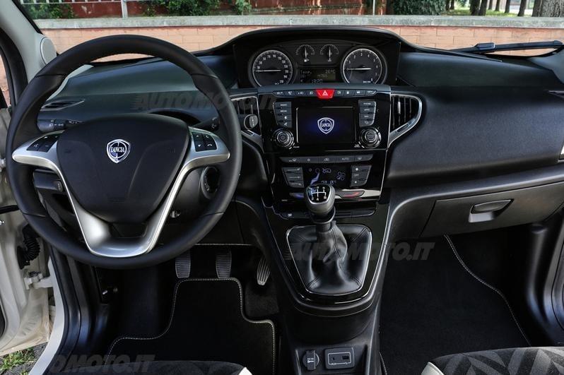 Lancia ypsilon restyling prove for Interno ypsilon elefantino