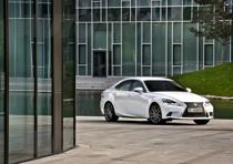 lexus is 300h 132